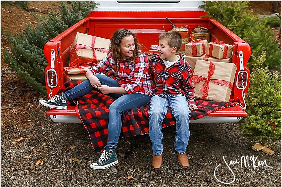 mallory-and-nolan-christmas-truck-2016-635