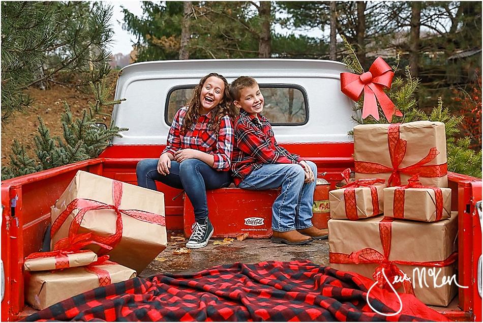 mallory-and-nolan-christmas-truck-2016-637
