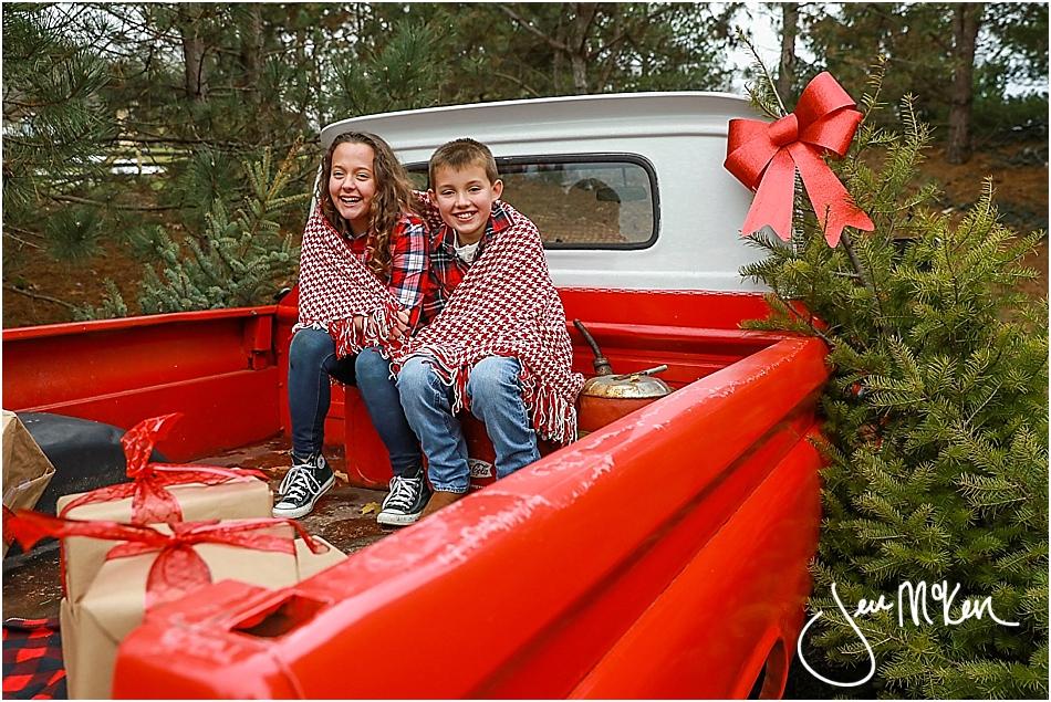 mallory-and-nolan-christmas-truck-2016-639