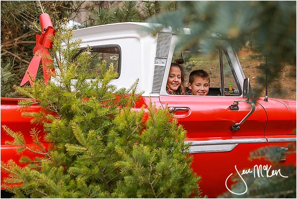 mallory-and-nolan-christmas-truck-2016-640