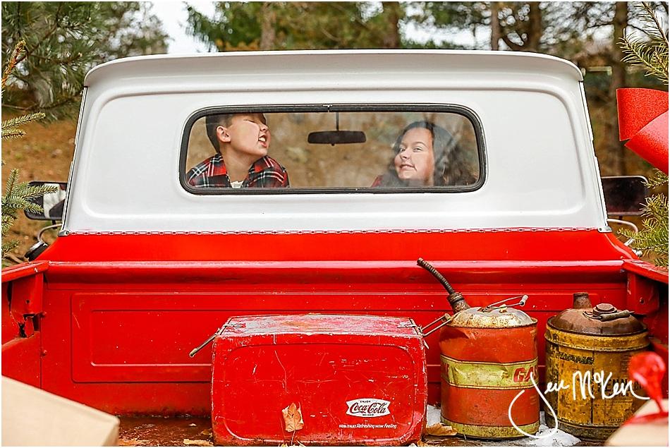 mallory-and-nolan-christmas-truck-2016-642