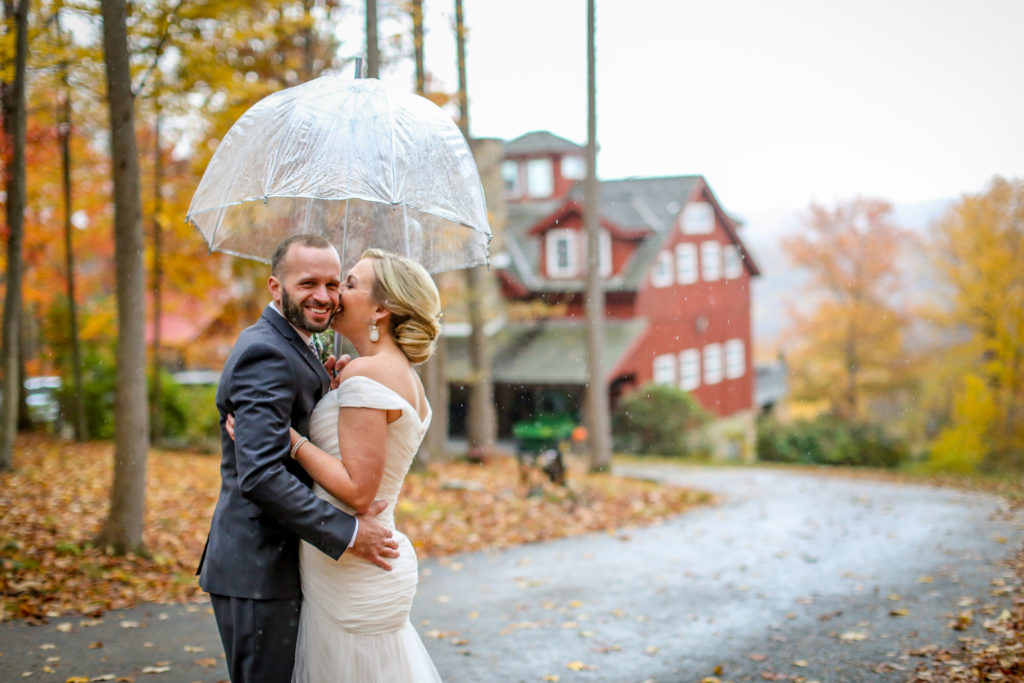 rustic wedding at oak lodge in stahlstown pa in the rain