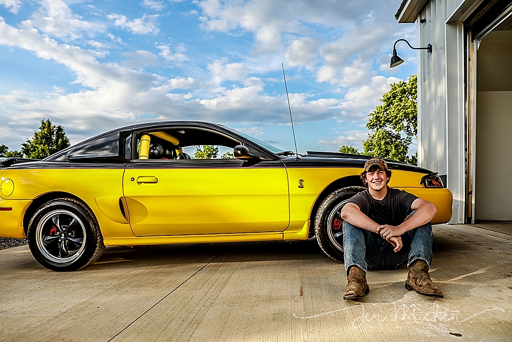 teen photo session with yello mustang