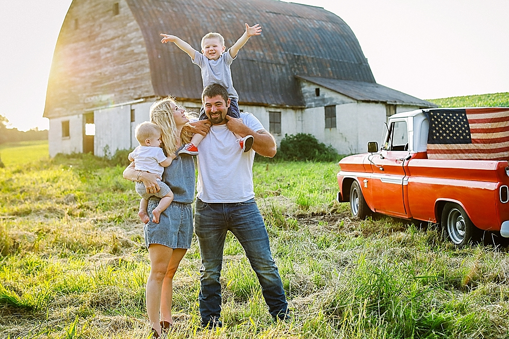 carefree family photos near a barn and in the country