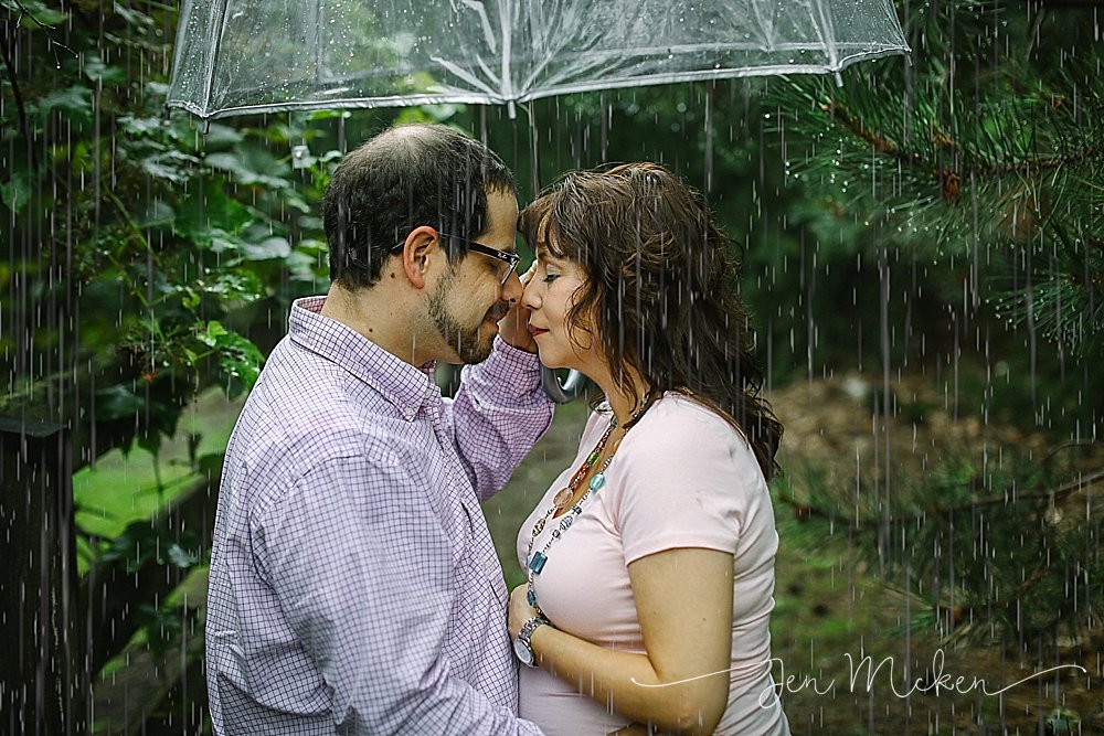 maternity session under an umbrella in the rain