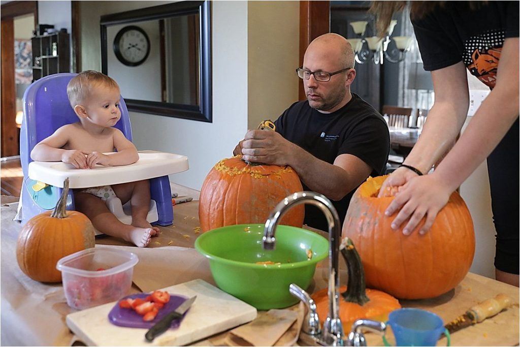 carving halloween pumpkins family