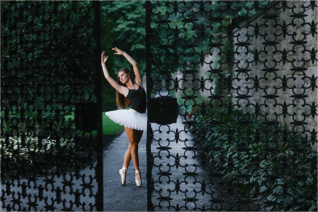 loretto pa senior photos in the gardens near st. francis university ballerina